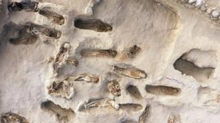 عثر العلماء على جثث 227 ضحية تتراوح أعمارهم بين 5 و 14 عاما على مقربة من مدينة هوانتشاكو الساحلية، شمالي العاصمة ليما
