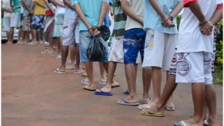 Grupo de 20 adolescentes recapturados após fuga de unidade de internação no DF em dezembro de 2015