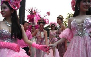 Banqkok-da LGBT yürüşü.