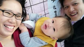 兰妍(左一)选择顺产