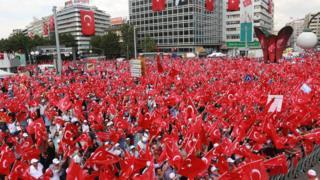 """Kızılay Meydanı'nın yeni adı """"15 Temmuz Kızılay Milli İrade Meydanı"""" oldu."""