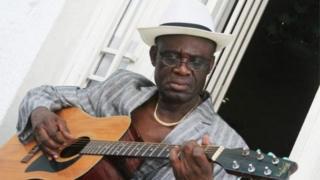 Simaro Lutumba fut un virtuose de la guitare.