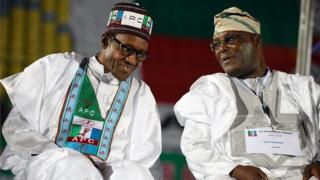 Muhammadu Buhari (à gauche) et Atiku Abubakar, en 2014