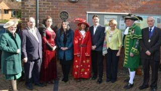 Plaque unveiled at Beaconsfield Library