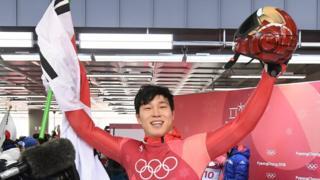한국 남자 스켈레톤 국가대표 윤성빈 선수가 금메달을 땄다