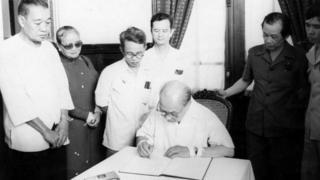 Ông Bùi Tín với Tổng Bí thư Đảng Cộng sản Việt nam, Chủ tịch nước Việt nam năm 1986 Trường Chinh