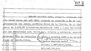 Documento firmado por notario que dice que Jenaro Gajardo Vera es dueño de la Luna.