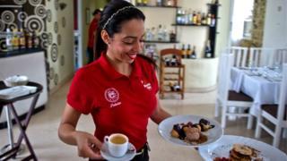 Camarera en Cuba