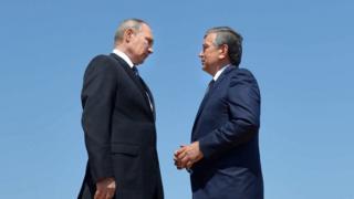 Şavkat Mirziyoyev Vladimir Putinlə