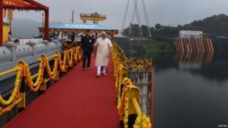 पीएम मोदी ने सरदार सरोवर बांध देश को समर्पित किया