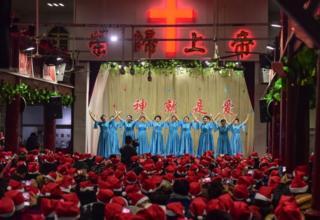 Perayaan di gereja Fuyang, provinsi Anhui, Cina.