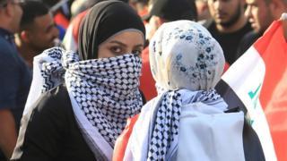 متظاهرة في كربلاء بالعراق