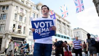 Eleitor faz campanha pela permanência do Reino Unido na União Europeia no centro de Londres