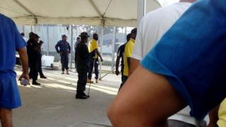 یک ماه پیش پلیس پاپوآ گینه نو اعلام کرد این اردوگاه تعطیل است و پناهجویان باید به اردوگاه دیگری منتقل شوند