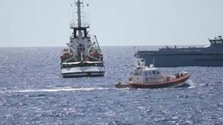 کشتی پناهجویان سرگردان بین ایتالیا و اسپانیا