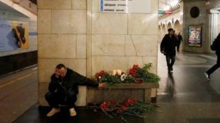 Учурда Орусияда 700 миңге жакын кыргызстандык мигранттар эмгектенип жүргөнү белгилүү. Анын ичинде, Санкт-Петербургдагы кыргыздар 25 миңдин айланасында.