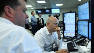 متابعة لعمليات تداول في البورصة البريطانية