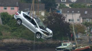 Car being lifted from the estuary