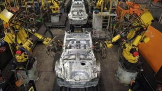 İngiltere'de fabrikadaki bir robot