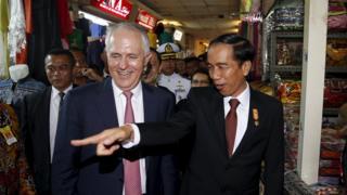 Australian PM Malcolm Turnbull and Indonesian President Joko Widodo in a Jakarta market, Indonesia (12 Nov 2015)