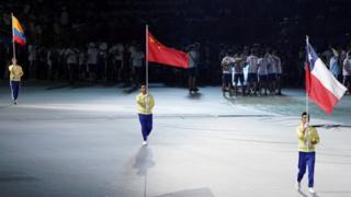 受到示威者影响,世大运开幕式上,哥伦比亚、中国、智利只见旗帜而不见运动员出场。