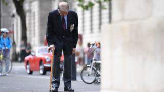 Veteran Lou Myers, 93 bows his head at the Cenotaph as he takes part in the two-minute silence on 8 May 2020
