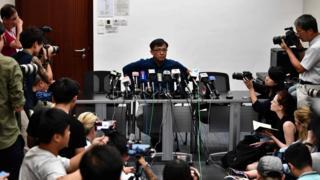 元朗襲擊和示威者衝擊中聯辦後,香港建制派議會召開記者會讉責暴力,但何君堯缺席,另外召開記者會回應事件。