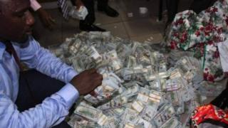 أموال مضبوطة في نيجيريا في إطار حملة لمكافحة الفساد