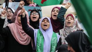 تشارك النساء الفلسطينيات في مظاهرات بشكل مستمر للمطالبة بإطلاق سراح السجناء
