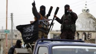 Suriye'nin kuzey batısında yer alan İdlib kentindeki Nusra Cephesi üyeleri.