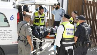 Police remove body of attacker from site of shooting in Jerusalem (14/07/17)