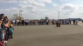 Родственники украинских пленных перед встречей