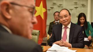 Thủ tướng Việt Nam Nguyễn Xuân Phúc (phải) tham dự cuộc họp với Thủ tướng Úc Malcolm Turnbull tại Canberra 15/3/2018