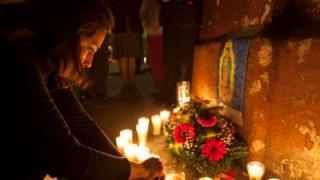 Guatemala'daki yangında hayatını kaybedenleri anan bir kadın