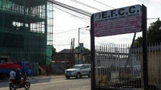 Okada dey drive pass EFCC office