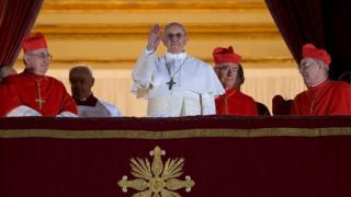 La primera aparición de Francisco Bergoglio después de ser elegido Papa.