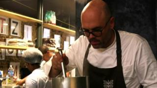 Cocinero en el RefettoRio Gastromotiva