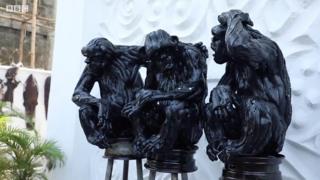 Nghệ sĩ châu Phi biến lốp xe thành tác phẩm nghệ thuật