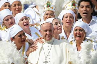 Pope Francis poses with a group of Mexican faithful.