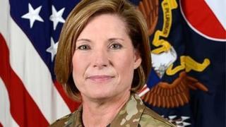 พล.ท.ลอรา ริชาร์ดสัน เป็นผู้หญิงคนแรกที่ได้ทำหน้าที่รักษาการผู้บัญชาการกองทัพบกสหรัฐฯ