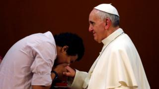 pope francis ring kiss
