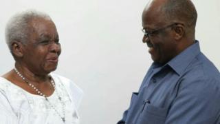 Mama Maria Nyerere(kushoto) akiwa pamoja na rais wa Jamuhuri ya Muungano wa Tanzania Dkt. John Pombe Magufuli