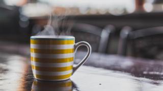Чашка з гарячим напоєм