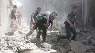 Abantu bari guhunga imirwano mu muji wa Aleppo