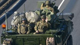 Военные НАТО на танке