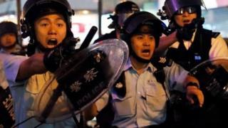 Policija tokom protesta u Hongkongu