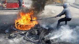 in_pictures Iraqi protesters burn tyres in Baghdad. Photo: 3 November 2019