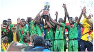 Les trois buts de la victoire ont été marqués par Knox Mutizwa, Talent Chawapiwa et Ocean Mushure.