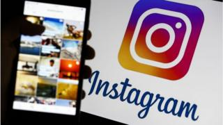Logo de Instagram junto a un teléfono.