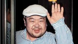 2010年6月にマカオで韓国メディアの取材を受けた正男氏。